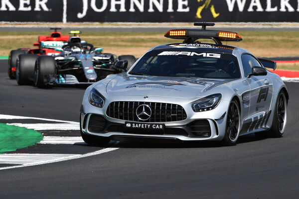 SILVERSTONE, UNITED KINGDOM - JULY 08: Safety car leads during the British GP at Silverstone on July 08, 2018 in Silverstone, United Kingdom. (Photo by Mark Sutton / Sutton Images)