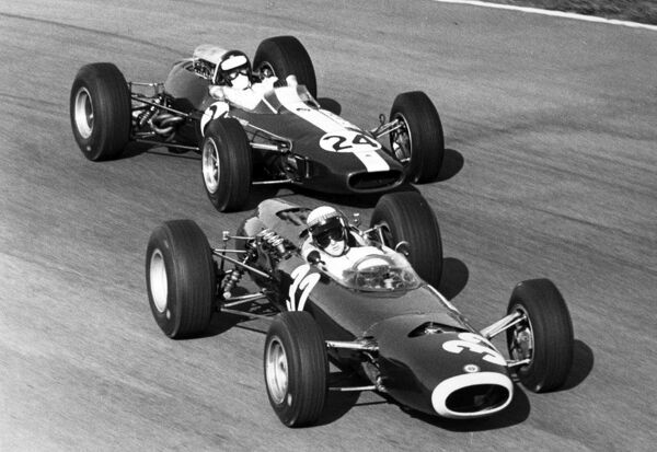1965 Italian Grand Prix. Monza, Italy. 12 September 1965. Jackie Stewart, BRM P261, 1st position, leads Jim Clark, Lotus 33-Climax, 10th position, action. Ref: Motor b&w print World Copyright: LAT Photographic