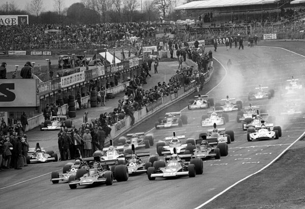 Third placed Ronnie Peterson (SWE) Lotus 72E (Centre) makes the best start from Jody Scheckter (RSA) Tyrrell 005 (Right), who retired from the race on lap 26 with a blown engine, and pole sitter and race winner Tom Pryce (GBR) Shadow DN5 (Left)