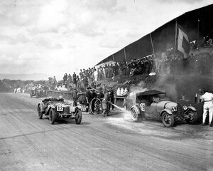 1928 RAC Tourist Trophy: Malcolm Campbell on fire in the pit lane