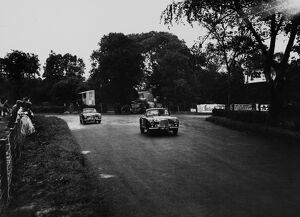 1950 Tourist Trophy: Reg Parnell, 4th position leads Lance Macklin, 8th postion, action