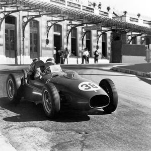 1958 Monaco Grand Prix: Mike Hawthorn, Ferrari Dino 246, retired, action