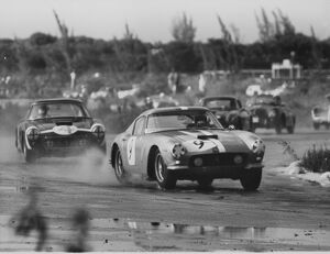 1961 Nassau Tourist Trophy: Stirling Moss, 1st position, action