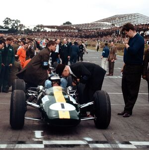 1964 British Grand Prix - Jim Clark: Jim Clark, Lotus 25-Climax, 1st position, on the grid