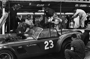 1964 Tourist Trophy: Jack Sears, 4th position, pit stop action