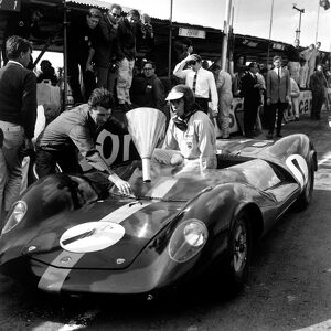 1964 Tourist Trophy: Jim Clark, 12th position, pit stop and refuel, action