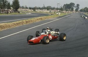 1967 Mexican Grand Prix: Chris Amon defends his position from Jack Brabham under