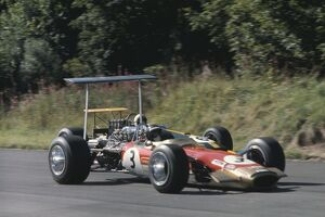 1968 International Gold Cup: Jackie Oliver, Lotus 49B Ford, leads Jack Brabham, Brabham