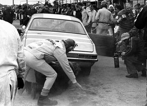 1976 RAC Tourist Trophy: Gerry Marshall. 6th in class, pit stop, action