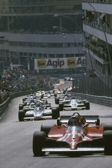1981 Monaco Grand Prix: Gilles Villeneuve 1st position, leads the field through Beau Rivage