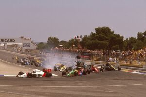 1989 French Grand Prix: Mauricio Gugelmin has a huge crash on the start of the race