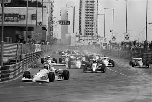 1989 Macau Formula Three Grand Prix: Otto Rensing, retired, leads the field into