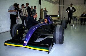grand prix decades/1990s 1993 formula 1 britain/simtek grand prix launch david brabham sits cockpit